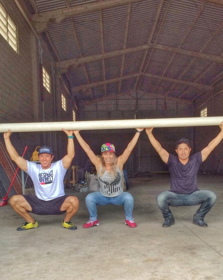 Amigos e sócios Rodrigo Sereno, Naty Graciano e Willy Ohshima, durante a obra